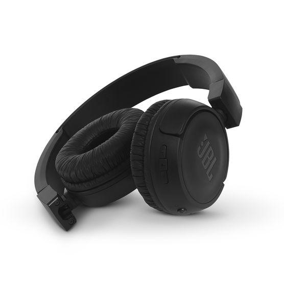 """A JBL T460BT Fejhallgató Bluetooth 4.0 csatlakozása lehetővé teszi a vezeték  nélküli kapcsolatot a forrással. A fejre tökéletesen """"kifaragott"""